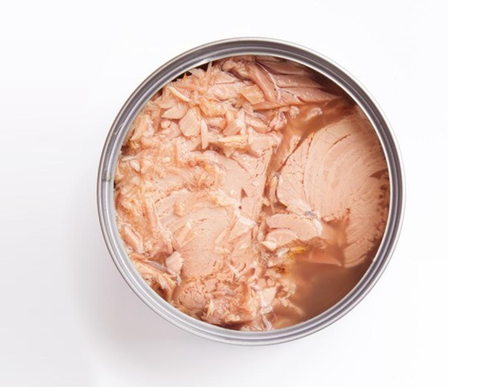 Invima informa que el producto Lomitos de atún en agua BienStar, no presenta componentes que lo asocien con cartón molido